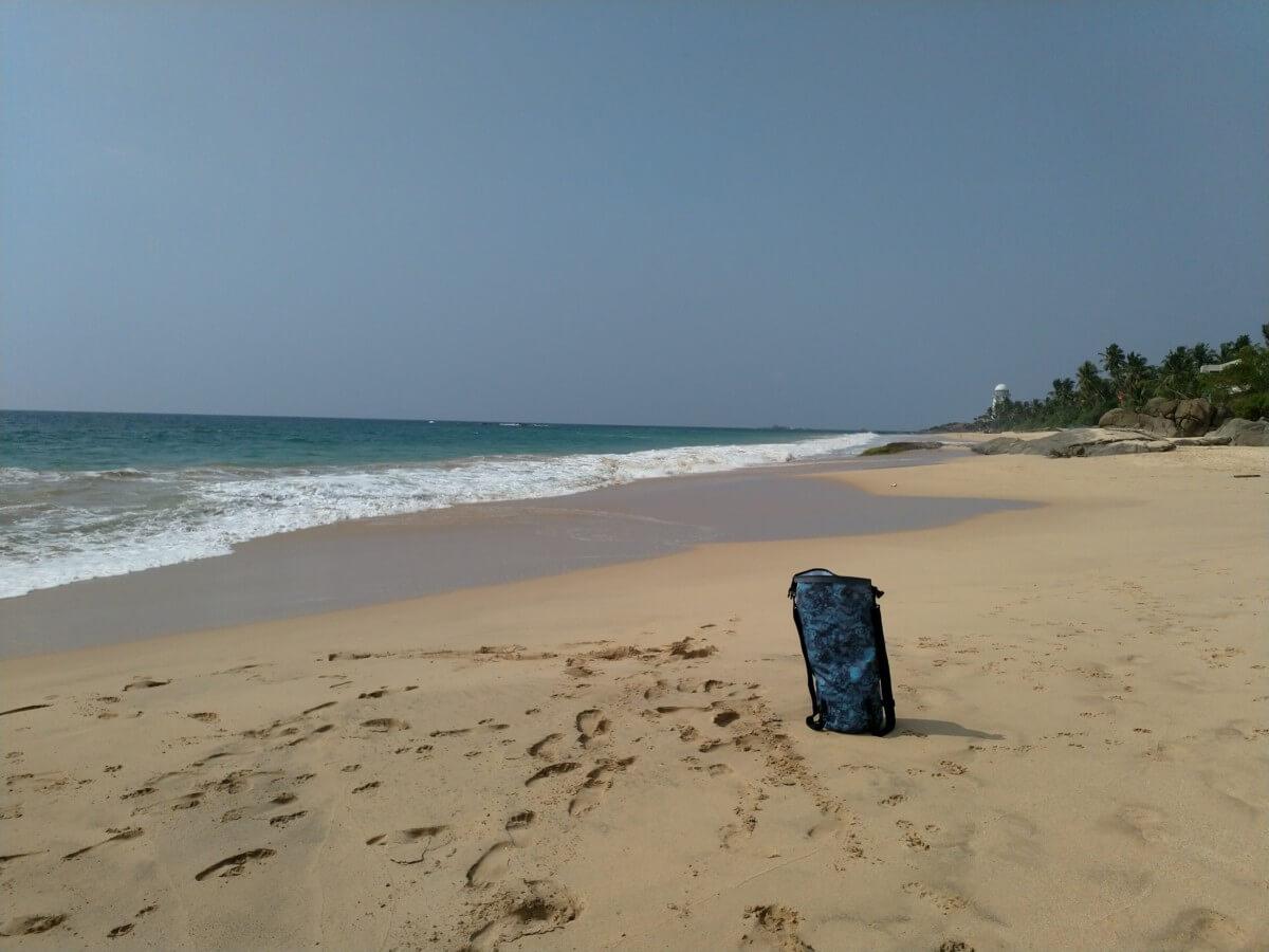 Rucksack am Strand von SriLanka Tangalle