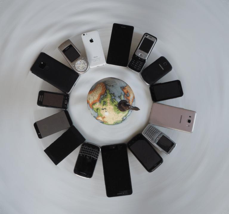 Handy im Ausland Globus rund