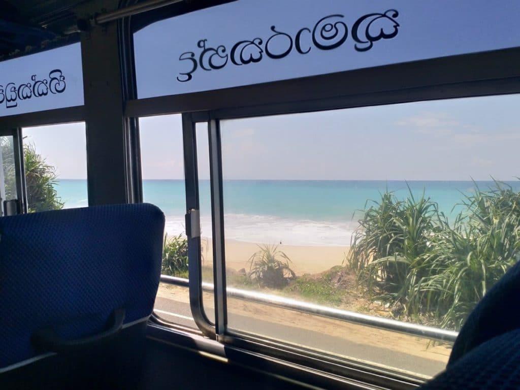Backpacking in Sri Lanka Bus Fensterplatz