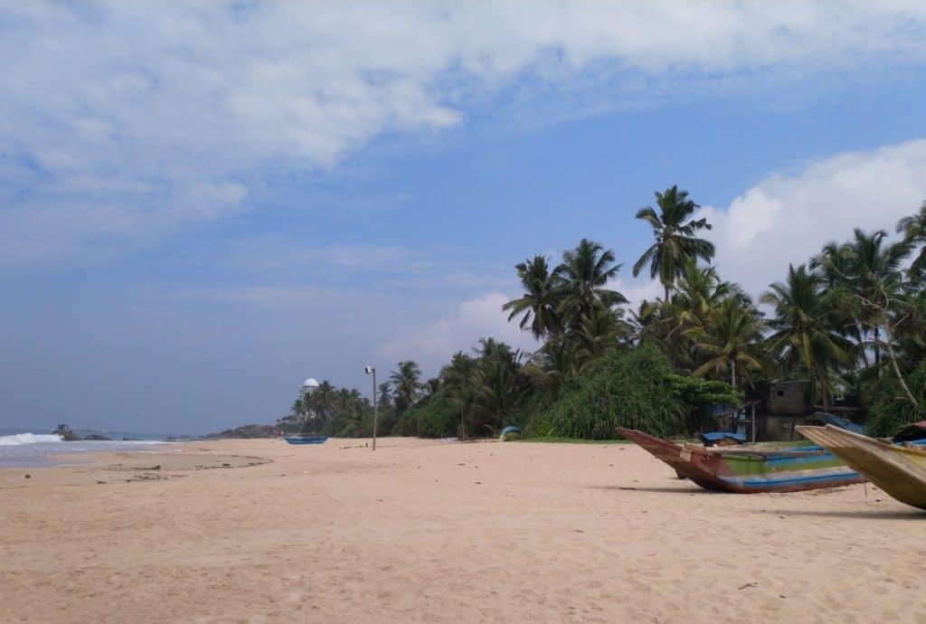 Reiseroute Sri Lanka - Boote am Ozean