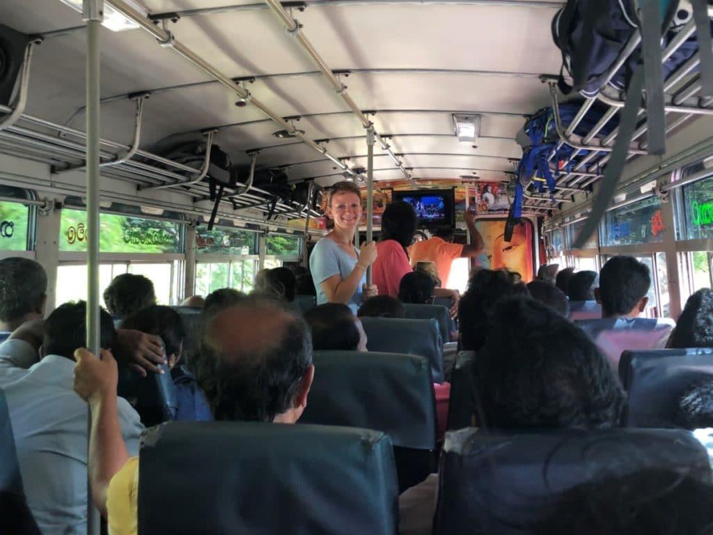 Backpacking in Sri Lanka Bus fahren