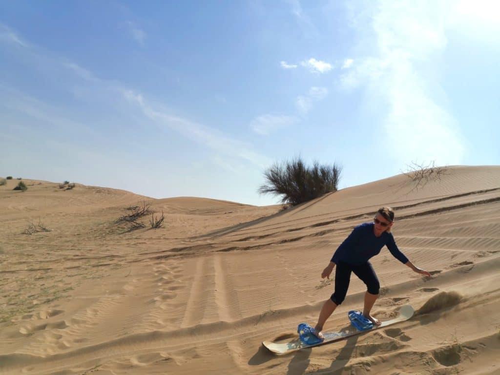 Reise nach Dubai Sandboarding im Dezember