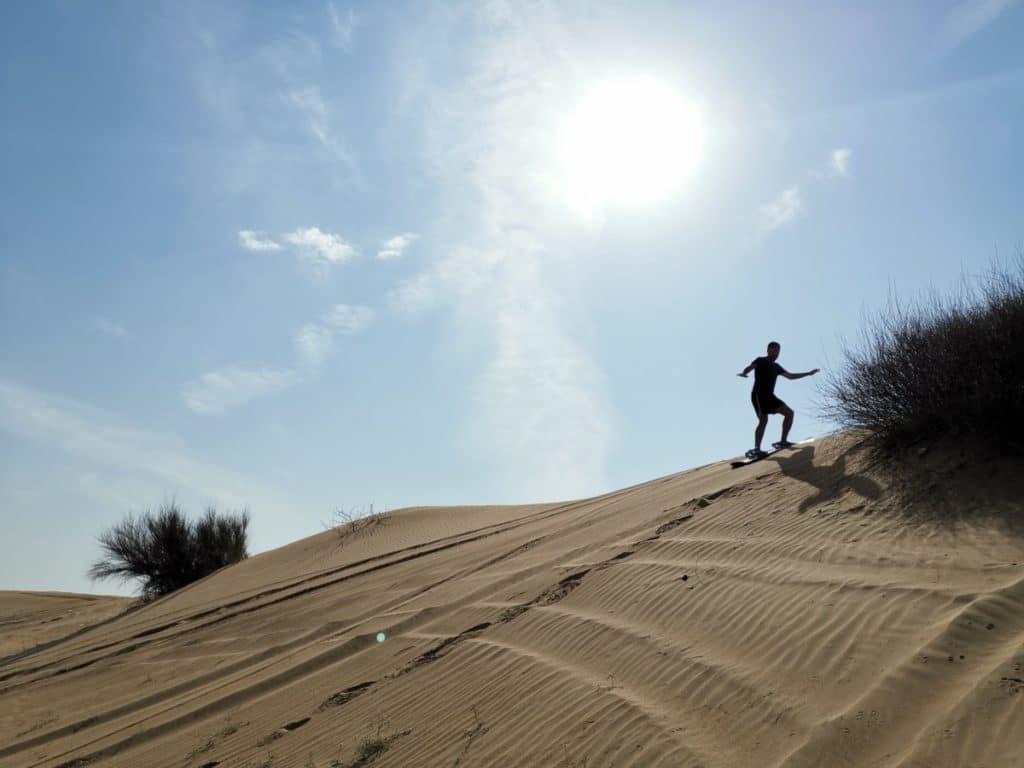 Reise nach Dubai Sandboarding in der Wüste